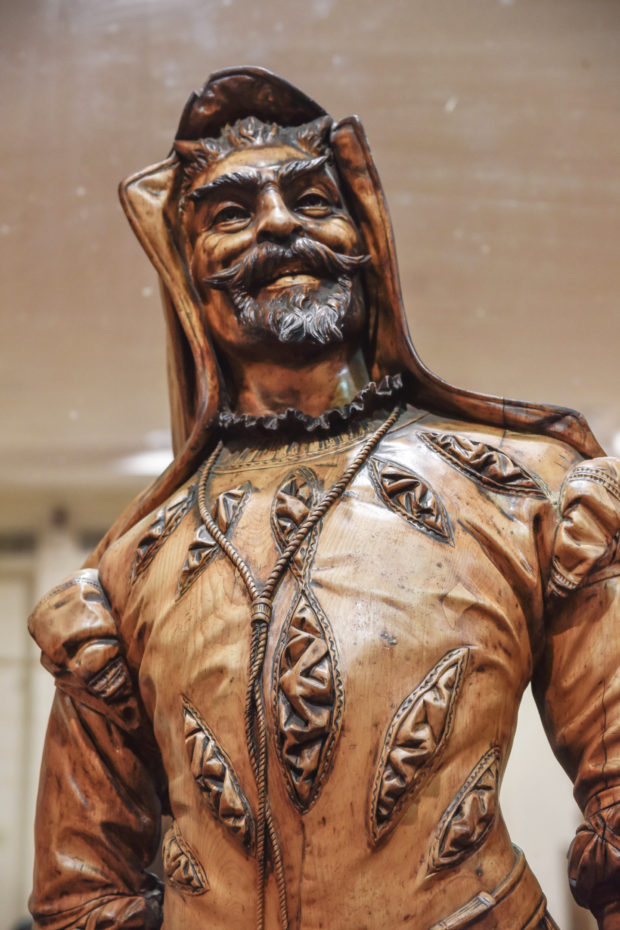 statue in salar jung museum,free indian travel and stock photos