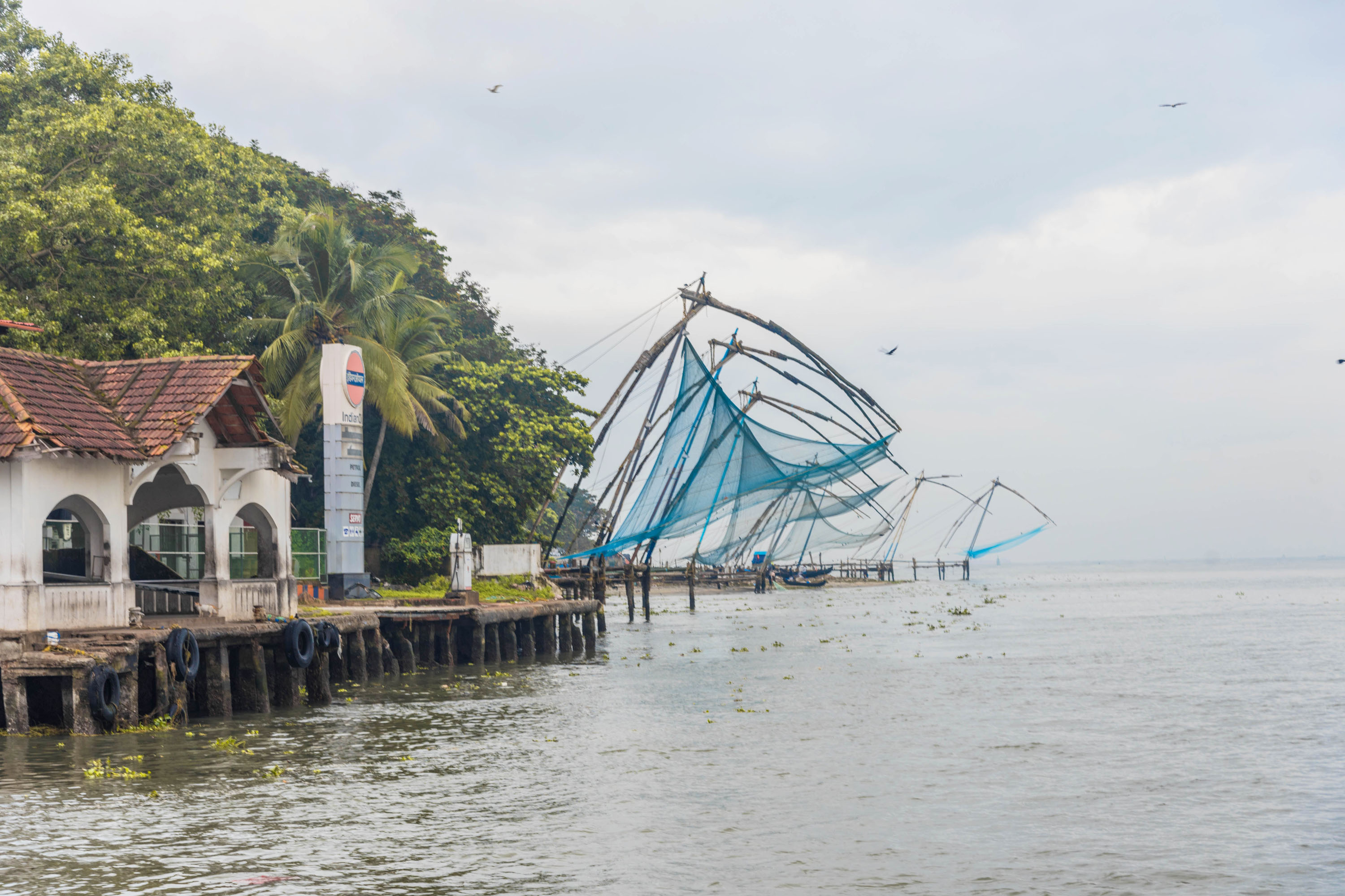 chineese fishing nets, kochi, free indian travel photos
